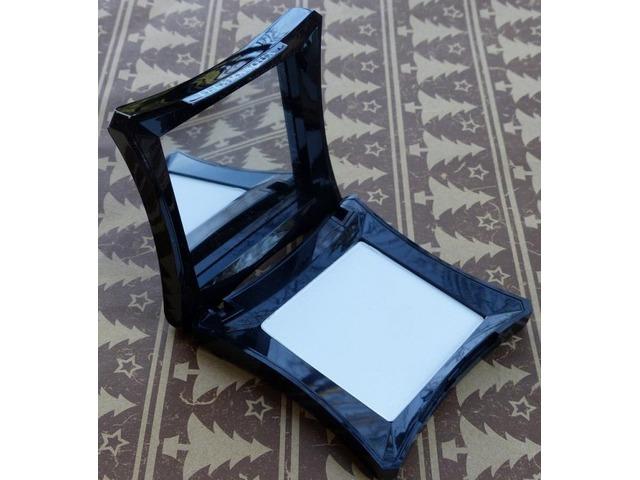 Illamasqua kompaktni puder PP 010