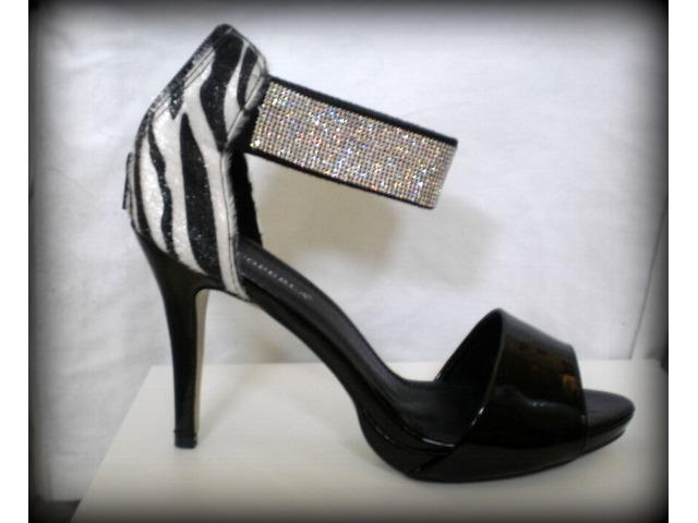Elegantne sandale sa štrasom i animal printom