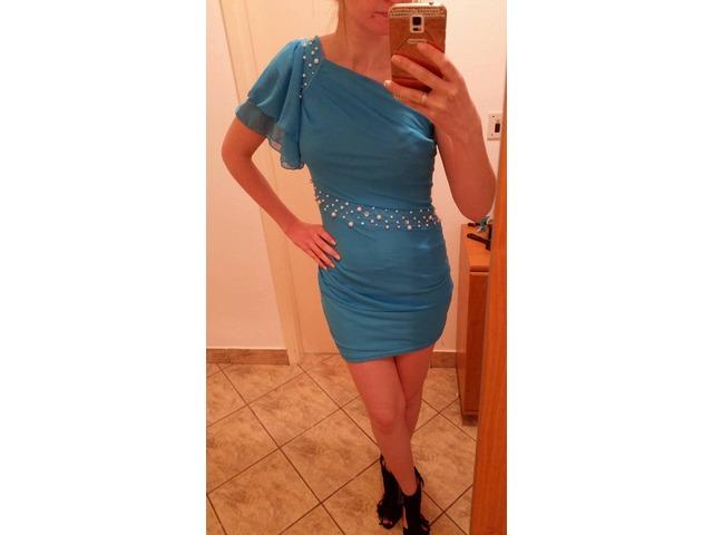 Plava haljina s biserima