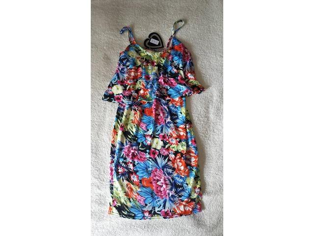 Cvijetna uska haljina