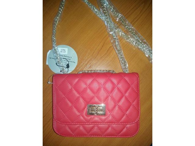 Mala crvena torbica - NOVO