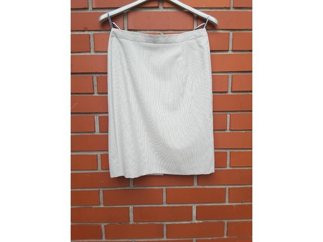 Bijelo-siva karirana suknja