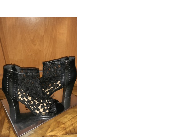 Čipkane sandale
