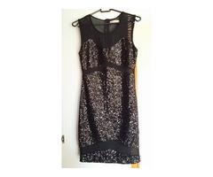 Crna kratka haljina sa šljokicama