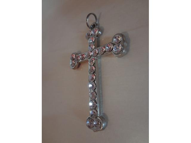Novi privjesak u obliku križa :)