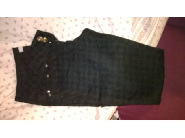 Crne hlače s uzorkom