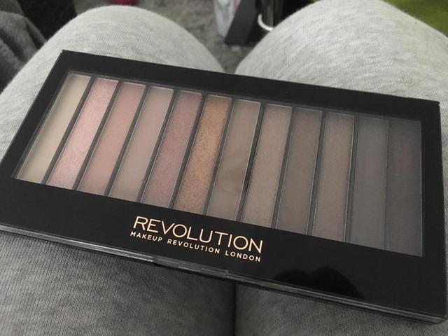 Makeup Revolution paleta sjenila Iconic 3