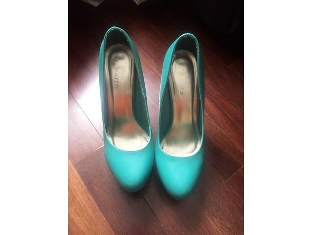 Zeleno plave cipele na petu 40