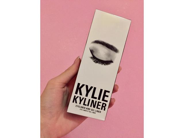 Kylie Jenner Kyliner in black