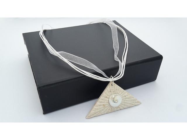 Ogrlica Brački kamen s pužem