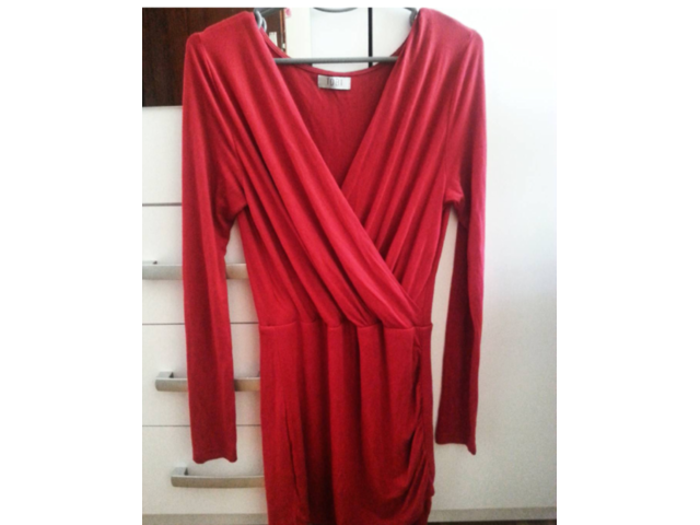 crvena uska bodycon haljina