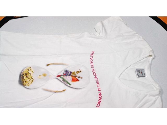 Majice kratkih rukava sa natpisom, V izrez