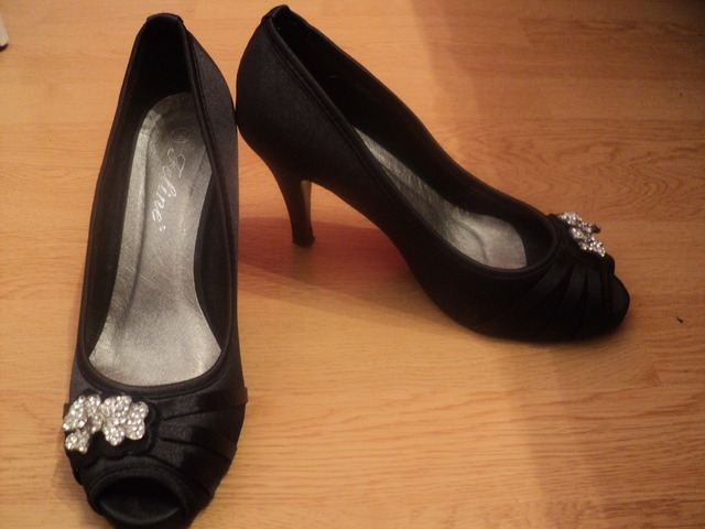 Crne svečane cipele